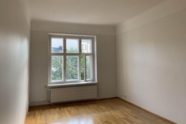 Makuuhuone - maalarinvalkoinen