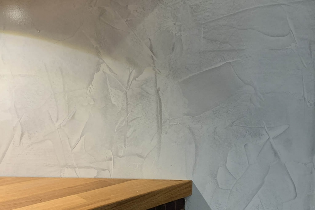 Struktuuripinnoite keittiön välitilaan - Tikkurila Tunto Hieno + Kiva-lakka